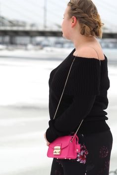 Pitsiniekka | Off the Shoulder Knit with Furla Metropolis Mini Pinky Furla Metropolis Mini, What I Wore, My Outfit, Off The Shoulder, Chloe, Knitting, How To Wear, Bags, Outfits