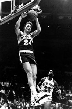 5db5e088e9cc Tom Chambers of the Seattle Sonics goes up for a slam dunk against the New  York