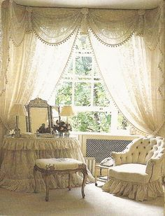 Belclaire House: Suzeday Tuesday: Dressing Rooms & Vanities