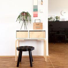 Oft gesehen und bewundert: Ikea-Hacks, die nach großer Handwerkskunst aussehen. Die Hacks sind die beste Alternative, wenn das klassische Ikea-Möbel persönlicher gestaltet werden oder als Basis für etwas Maßgeschneidertes dienen soll. Im heutigen DIYnstag gibt es deshalb eine tolle Auswahl an individuellen Meisterstücken zu entdecken, die in wenigen Schritten aus Ikea-Möbeln gezaubert werden können.#1 – Esstisch aus Ikea Melltorp und Ikea LehrmannSo wie Mitglied @Sigi H.ome  geht es sicher…