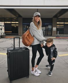 Daily style diary: new york travel style sneakers outfit casual, casual travel outfit, Casual Travel Outfit, Sneakers Outfit Casual, Winter Travel Outfit, Casual Winter Outfits, Summer Outfits, Outfit Winter, New York Winter Outfit, Airport Travel Outfits, Airport Outfit Spring