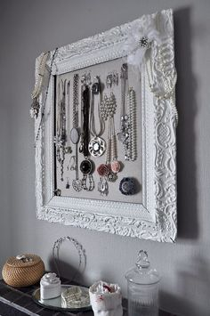 looking for two last things to spruce up my sister's home...jewelry organization and what to do with all of her hats! I love this:)
