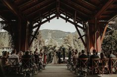Tying the knot! ❤️ J+C's ceremony was perfect in every way. Photo by @shariandmike, venue @nitalakelodge, decor @cahootscreative, floral @ourlittleflowercompany, hair and makeup @colleenconroymakeup PC: filosophi