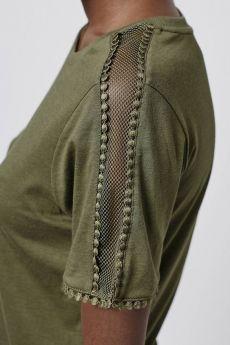 Photo 5 de Pretty Mesh Insert Tee - Detail and Design Kurti Sleeves Design, Sleeves Designs For Dresses, Sleeve Designs, Blouse Designs, Fashion Details, Diy Fashion, Ideias Fashion, Fashion Dresses, Fashion Design