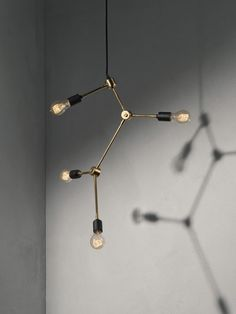 Franklin taklampa, design Søren Rose. Med inspiration från 30-talet har denna skulpturala lampa skapats i solida material. Lampan framhäver glödlampan på ett fantastiskt sätt. Levereras utan glödlampa.