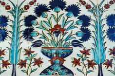 Iznik tile inside Harem - Topkapi Palace (Istanbul) Islamic Tiles, Islamic Art, Turkish Tiles, Style Tile, Decorative Tile, Tile Art, Geometric Designs, Garden Projects, Contemporary Artists
