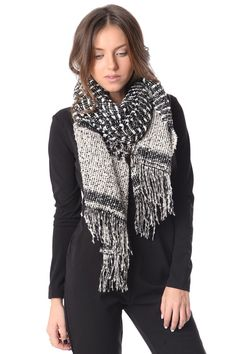 Knitt scarf with fleck - 24,90 € - https://q2shop.com/