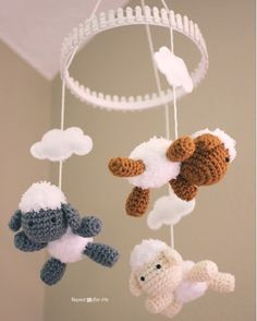 Fuente: http://www.repeatcrafterme.com/2013/08/crochet-lamb-pattern-and-baby-mobile.html