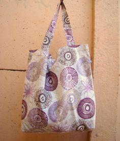 Práctico bolso o bolsa para compras o ideal para llevar a clase! Hecho de lona estampada resistente... estilo retro?!♥ Comodísimo! Ideal para regalar... . Ecobolsa. Bolsa ecológica para compras.