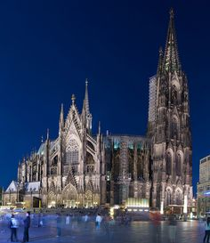 Cologne cathedral at night (view from train station)