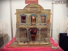 Wild West Saloon - 2011 Seoul doll fair [dollhouse] by studio soo Miniature Rooms, Miniature Houses, Miniature Gardens, Old West Town, Minis, Dolls Prams, Bird Houses, Doll Houses, Backyard Birds