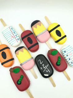 Back To School Cake Popsicles . School Cupcakes, School Cake, Cake Icing, Cupcake Cakes, Mini Cakes, Cake Pops, Paletas Chocolate, Kawaii Cookies, Magnum Paleta