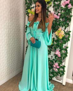 Vestido azul Tiffany: 80 maneiras de usar essa cor vibrante e sofisticada Pink Prom Dresses, Evening Dresses, Party Dresses, Date Outfits, Casual Outfits, Dress Vestidos, Dinner Recipes For Kids, Fashion Books, Formal Wear