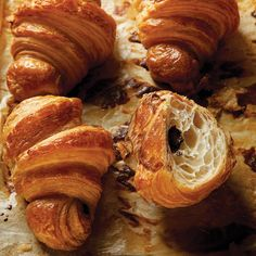 What's better than a flaky croissant? How about pain au chocolat, a croissant stuffed with high-quality chocolate. French Dessert Recipes, Breakfast Recipes, French Recipes, Breakfast Menu, Chocolate Croissant Recipe, Chocolate Croissants, Homemade Croissants, Homemade Pastries, Cooking Tips
