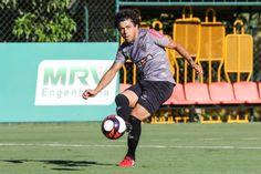 hhttp://hojeemdia.com.br/esportes/luan-ganha-sinal-verde-para-estreia-em-2017-e-zagueiro-erazo-faz-treino-com-bola-no-atl%C3%A9tico-1.451145  Luan ganha sinal verde para estreia em 2017 e zagueiro Erazo faz treino com bola no Atlético