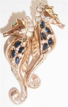 Vintage-Signed-Sterling-Silver-Gold-Coro-Craft-Seahorse-Duette-Fur-Clip-Pin-Set