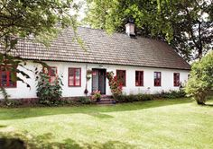 A happy house I Love House, House With Porch, My House, Happy House, Small Cottage Interiors, Swedish Cottage, Sweden House, Cottage Exterior, Old Farm Houses