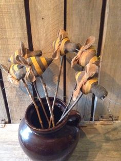 6  Primitive Extreme Grungy  Pokes Bee  Ornies #NaivePrimitive Primitive Fall, Primitive Crafts, Primitive Christmas, Country Primitive, Primitive Patterns, Bee Crafts, Handmade Crafts, Summer Crafts, Fall Crafts