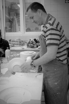Modeling and shaping of spatial objects from gypsum and preparation of plaster molds for castings or ceramic imprints Master Marcin Boratyn. Academy of Fine Arts - Wrocław 2011 Modelowanie i kształtowanie obiektów przestrzennych z gipsu i opracowywanie form gipsowych do odlewów lub odcisków ceramicznych Mistrz Marcin Boratyn. Akademia Sztuk Pięknych - Wrocław 2011