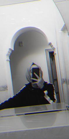 Hijabi Girl, Girl Hijab, Girl Hiding Face, Hijab Drawing, Profile Pictures Instagram, Hijab Cartoon, Girls Dp Stylish, Wedding Couple Poses, Snapchat Picture