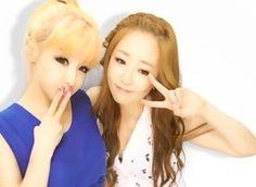 2NE1′s Park Bom reveals her flat stomach in new selca