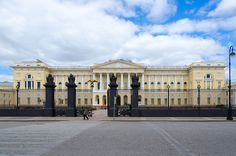 O Museu Russo, em São Petersburgo. Louvre, Vacation, Building, Travel, Saint Petersburg, Museum, City, Continents, Monuments