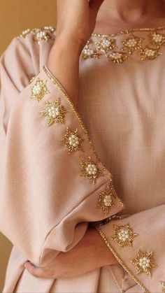 49 Ideas Embroidery Blouse Fabrics For 2019 Zardosi Embroidery, Embroidery On Kurtis, Kurti Embroidery Design, Pearl Embroidery, Hand Embroidery Dress, Bead Embroidery Patterns, Couture Embroidery, Embroidery Suits, Embroidery Fashion