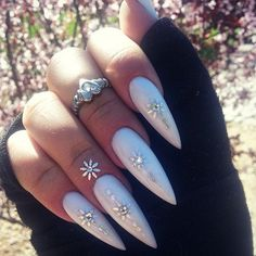 Stiletto nails pastel purple or white. Sexy Nails, Hot Nails, Nails On Fleek, Hair And Nails, Fabulous Nails, Gorgeous Nails, Pointy Nails, White Stiletto Nails, Nail Art