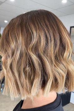 Medium Short Hair, Medium Hair Cuts, Medium Hair Styles, Short Hair Styles, Curls On Short Hair, Short Balayage, Balayage Hair, Bayalage Bob, Caramel Balayage Bob