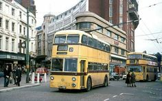 THE YELLOWS HEADING TOWARDS THE SQUARE Bournemouth England, Nostalgia, Blue Bus, Bus Coach, Light Rail, Busses, Driving Days, Old Houses, Transportation