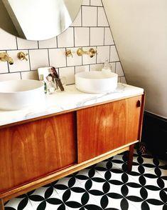 Trendy bathroom brown vanity home 28 Ideas Bad Inspiration, Bathroom Inspiration, Modern Bathroom, Small Bathroom, Bathroom Ideas, 50s Bathroom, Brown Bathroom, Vanity Bathroom, Lavabo Vintage