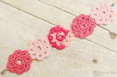 I wanted to make a special little gift for a special little girl. So what do little girls like ... hmmm ... pink, flowers, jewelry ... yes! I really hope she likes it! Crochet Flower Bracelet