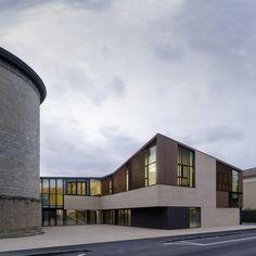 Centro comunitario Regina Pacis / Iotti + Pavarani Architetti