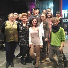 Foto de familia de Enchiriadis Grupo Vocal Femenino tras finalizar su gran velada musical.  Los días 2 y 3 de diciembre no os las perdáis en vivo y en directo en el @auditoriozaragoza #teatrozgz #teatrozaragoza #zaragoza #teatrodelasesquinas #teatroesquinas #teatro #estapasandoesquinas #zaragozateatro #teatroenzaragoza