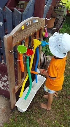 A huge collection of ideas for creative outdoor play areas shared by early years educators. Try them in the backyard or daycare spaces! diy natural playgrounds Ideas for Children's Outdoor Play Areas and Activities Outdoor Learning Spaces, Kids Outdoor Play, Outdoor Play Areas, Kids Play Area, Backyard For Kids, Backyard Ideas, Backyard Play Areas, Outdoor Ideas, Kids Water Play