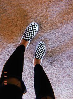 Lynn Mellema Source by celineeeeeeeeeeeeee ideas vans Sneakers Mode, Sneakers Fashion, Vans Sneakers, Vans Shoes Outfit, Vans Shoes Women, Cool Vans Shoes, Fashion Shoes, Dsw Shoes, Jordan Sneakers