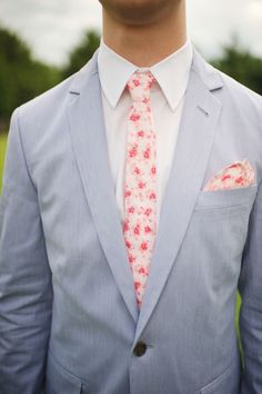 Southern groom style: light gray suit and a pink floral tie