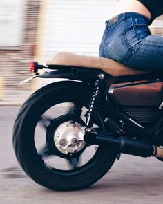 with-grace-and-guts:  Moto Mucci ~ CX500http://www.motomucci.com
