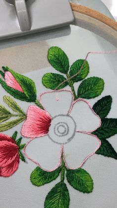 Hand Embroidery Patterns Flowers, Hand Embroidery Videos, Embroidery Stitches Tutorial, Embroidery Flowers Pattern, Embroidery Techniques, Embroidery Kits, Hand Embroidery Dress, Crewel Embroidery, Creative Embroidery