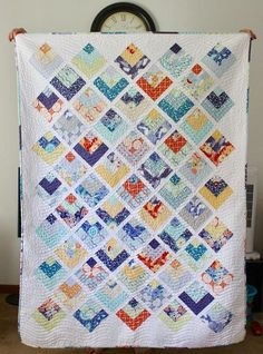Today I've got a super cute quilt pattern tutorial to share with you using a Jelly Roll! It's a great throw quilt size, perfect for the c. Log Cabin Quilt Pattern, Log Cabin Quilts, Log Cabins, Rustic Cabins, Jelly Roll Quilt Patterns, Quilt Patterns Free, Free Pattern, Cute Quilts, Easy Quilts