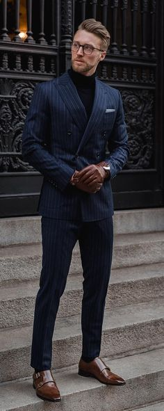 Pinstripe Suit- Suits that give a whole different look to your plain suits.Here are 5 Pinstripe Suit Colors To Add to Your Wardrobe Mens Casual Suits, Stylish Mens Outfits, Mens Fashion Suits, Men's Fashion, Blue Fashion, Simple Outfits, Fashion 2020, Winter Fashion, Mens Pinstripe Suit