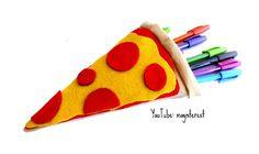 Estuche o lapicera con forma de Pizza, el vídeo para hacerlo está en mi canal de YouTube: maynterest  #pizza #manualidades #crafts #craft #fieltro #felt #pañolenci #diy #doityourself #maynterest #youtubers #youtube #instagram #picoftheday #instagood #hazlotumismo #vueltaalcole #regresoaclases #estuche #pencilcase