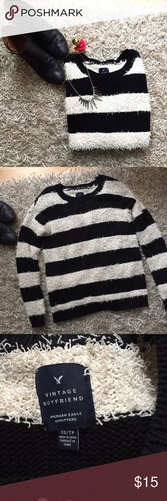 American Eagle oversized black and white sweater Very comfy boyfriend fit sweater. Black and white, kinda a frilly material. Size XS but could fit up to a Medium since it's oversized fit. Great wth leggings! No flaws. American Eagle Outfitters Sweaters Cardigans