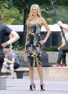 Jessica Hart Print Dress - Jessica Hart showed off a tropical-chic print dress while doing a photoshoot in New York City.