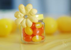 Sunshine Easter Favor. Jelly Beans + Baby Food Jar + Painted Lid + Flower = Easter Goodie