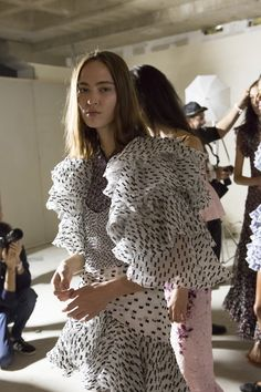 Giambattista Valli Spring 2018 Fashion Show Backstage, The Best of Paris Fashion Week Runway at TheImpression.com - Fashion news, street style, models
