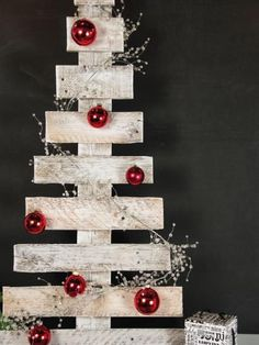 Turn an old wooden pallet into a delightfully folksy Christmas tree with step-by-step instructions from HGTV Gardens. Pallet Wood Christmas, Wooden Christmas Trees, Christmas Signs, Rustic Christmas, All Things Christmas, Christmas Tree Ornaments, Christmas Holidays, Christmas Decorations, Xmas Trees