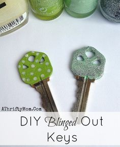DIY BLINGED OUT KEYS TUTORIAL ~ Stay organized with a little sparkle #Hacks