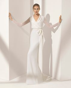 Crepe Georgette sheath wedding dress with long sleeves and dress-shirt collar. 2018 Rosa Clará Couture Collection.