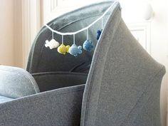 DIY tutorial: Haak een slinger van visjes via DaWanda.com Diy Crochet, Crochet Toys, Crochet Baby, Baby Kids, Baby Boy, Diy Bebe, Baby Zimmer, Cute Fish, Newborn Toys